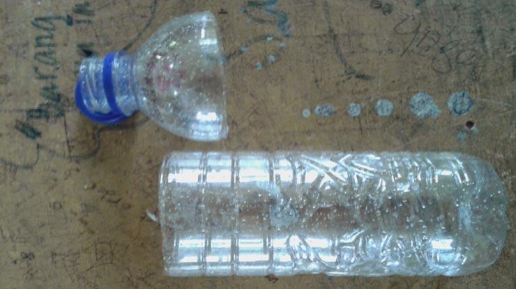 Cara Membuat Jebakan Burung dari Botol Potong Bagian Tutup